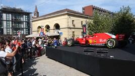 F1, a Milano tifosi in delirio per la Ferrari