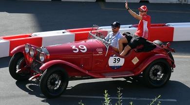 La Ferrari incanta Milano: parata d'epoca ai Navigli