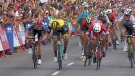 Vuelta, Bouhanni beffa Viviani in volata