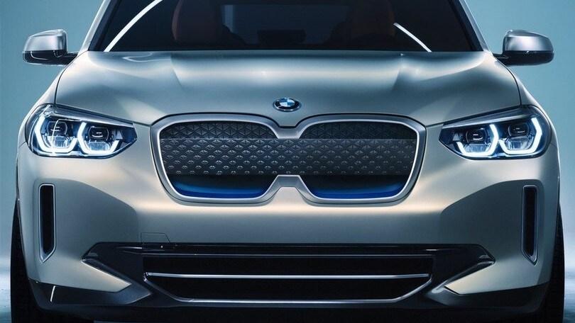 BMW iX3, il volto inconfondibile elettrico di X3
