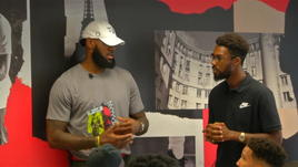 LeBron apre un summer camp a Parigi