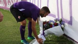 Fiorentina, mazzo di fiori per Astori. Mancini in tribuna
