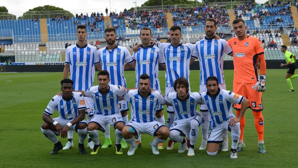 La squadra di Pillon supera il Livorno 2-1: decide una doppietta dell'attaccante dal dischetto