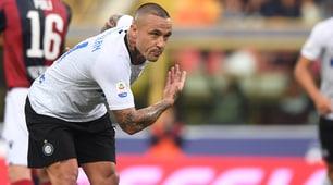 L'inchino di Nainggolan per il primo gol con l'Inter