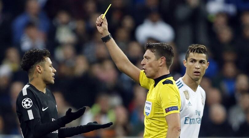 Psg, Neymar segna su punizione ed esulta come Cristiano Ronaldo