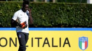 Italia, Balotelli in campo con il cellulare