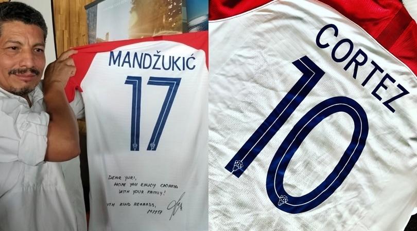 Mandzukic regala la maglia al fotografo travolto al Mondiale