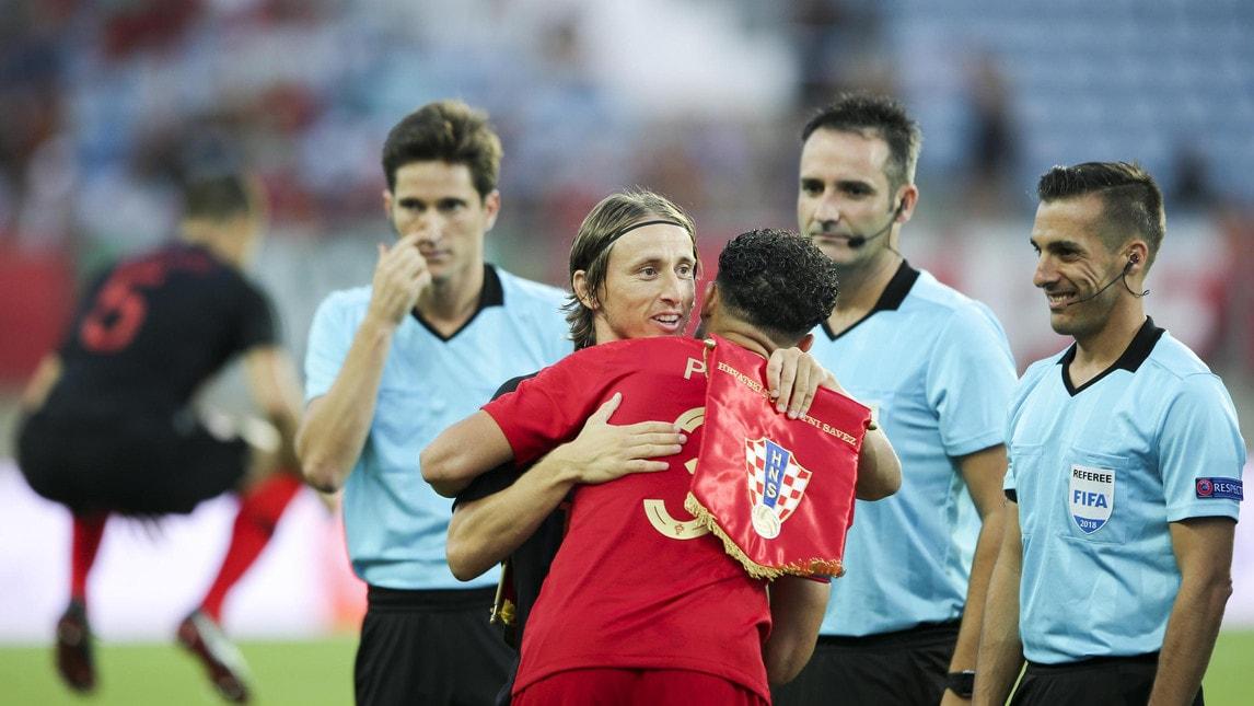 Finisce 1-1 l'amichevole di lusso: l'ex Real Madrid risponde a Perisic. Il compagno di squadra al Besiktas, invece, esce in lacrime