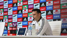 Argentina, Scaloni: «Dybala fuori per motivi personali. Icardi? Partirà dalla panchina»
