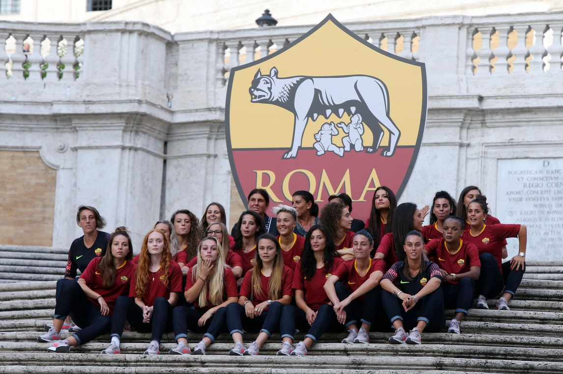 Ecco la Roma femminile: la presentazione a Piazza di Spagna