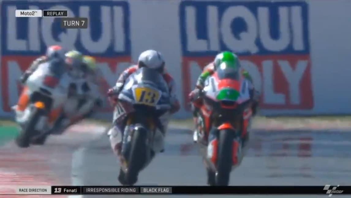 Il pilota italiano si rende protagonista di un gesto assurdo e viene squalificato dalla gara di Moto2 a Misano. Per lui due gran premi di squalifica