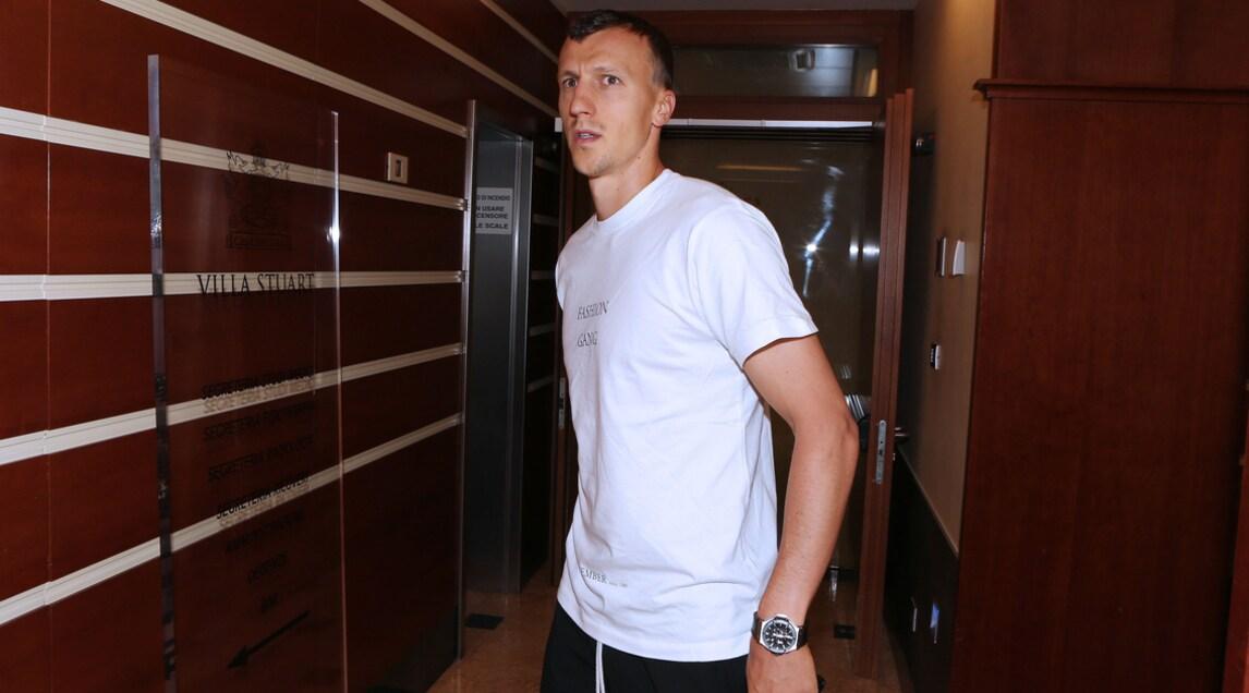 Il difensore romeno si è infortunato in nazionale contro il Montenegro: rottura del legamento crociato anteriore del ginocchio sinistro