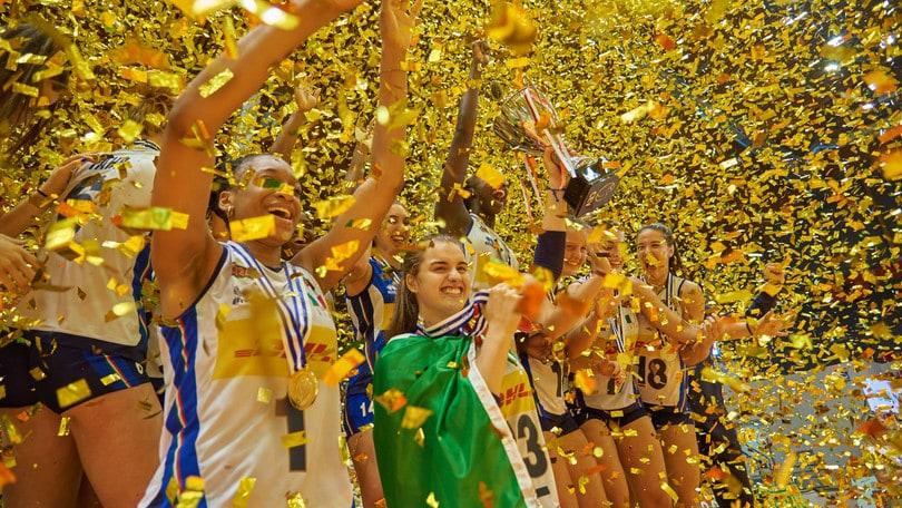 Volley: le azzurrine dell'Under 19 festeggiano il titolo Europeo
