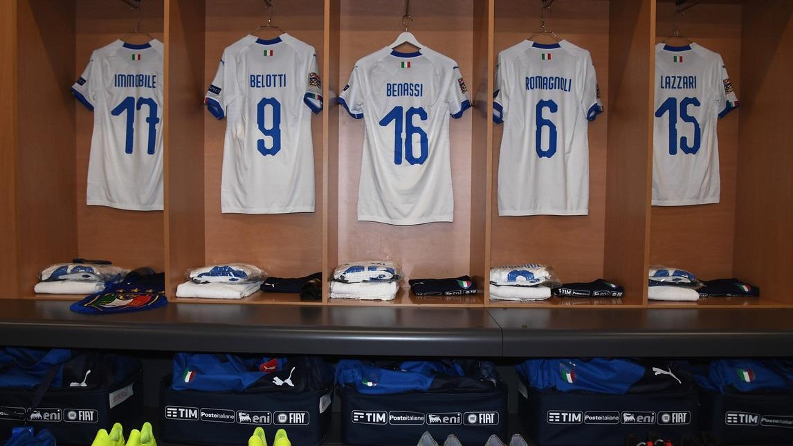 Le foto dello spogliatoio degli azzurri a Lisbona dove tutto è pronto per la seconda partita della Nations League. Al posto di Immobile già preparate fascia di capitano e gagliardetto
