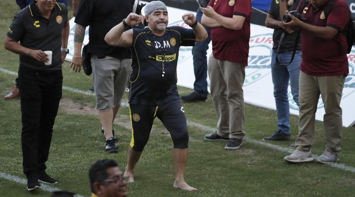 Tifosi in delirio per la presentazione e il primo allenamento del Pibe de Oro coni Dorados di Sinaloa, club di serie B