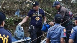 Filippine, van cade in burrone: 14 morti