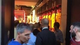 Cengiz Under incontra i tifosi giallorossi al Roma Store