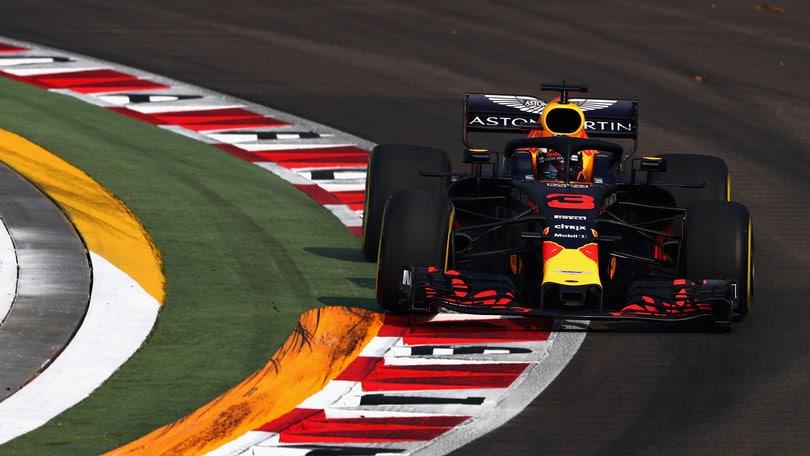F1 Singapore, Libere 1: Red Bull davanti con Ricciardo e Verstappen, 3° Vettel