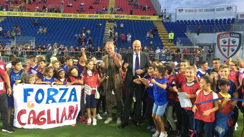 Cagliari: Curva futura applaude Milan