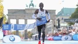 E' record del mondo in maratona per Eliud Kipchoge