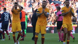 Roma, i tifosi contestano dopo il ko con il Bologna