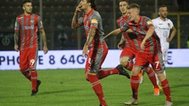 Serie B Cremonese-Cosenza 2-0. Mogos e Paulinho a bersaglio
