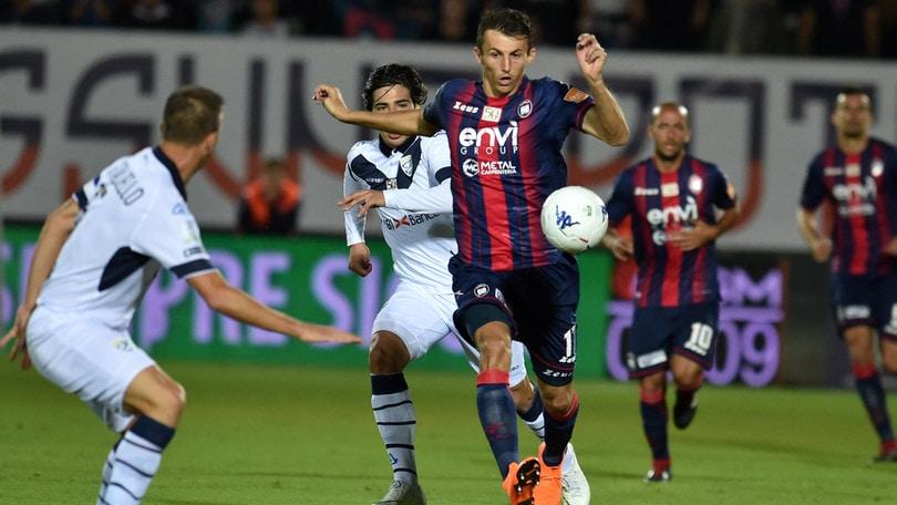 Serie B Crotone-Brescia 2-2. Budimir pareggia su rigore in extremis