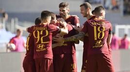 Serie A, il derby è della Roma: parte la festa giallorossa