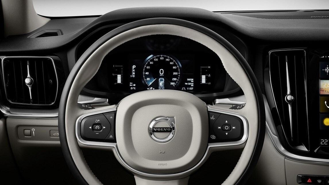 Accanto a Volvo V60 arriva la versione Cross Country. A 21 anni dalla prima generazione, l'ultima  sintetizza il meglio dei sistemi di assistenza alla guida, tecnologici con le doti fuoristradistiche del suv XC60. Il tutto con carrozzeria station wagon. Turbo T5 e Diesel D4 per il debutto sul mercato, poi ibrido Twin Engine e mild-hybrid