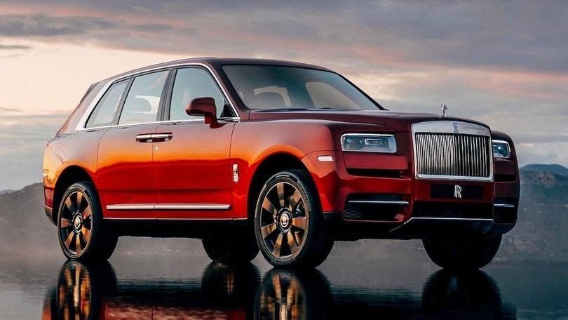 Rolls-Royce Cullinan, Il Re dei Suv diventa ibrido o elettrico