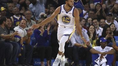 NBA: Curry stende i Thunder, Tatum esalta Boston