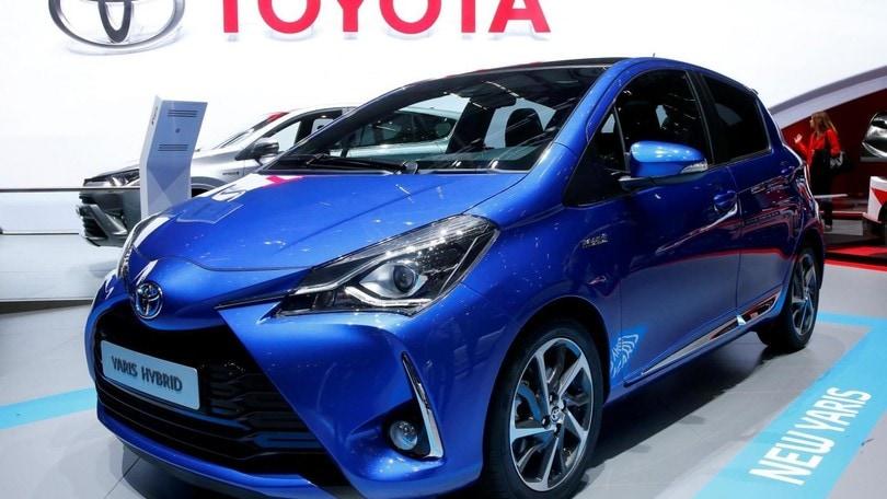 Toyota, rilancio ibrido: garanzia estesa a 10 anni
