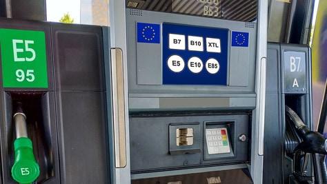 Rivoluzione al distributore: le benzine ora hanno un simbolo