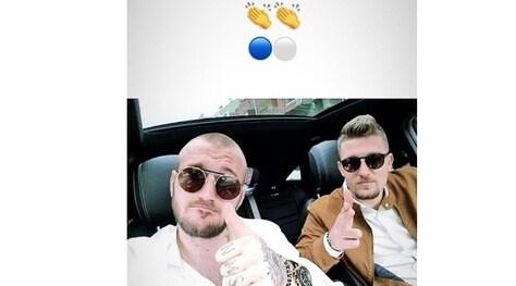 Milinkovic-Savic festeggia con il fratello: beffa sui social per i giallorossi