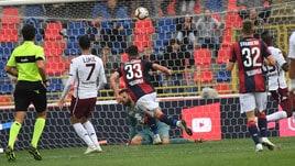 Bologna, festa per l'ex Roma Calabresi: primo gol in A