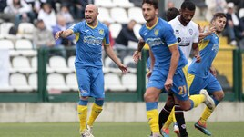 Serie C, Carrarese-Olbia 3-4: Iotti, Ceter e doppio Ragatzu, i sardi volano. Gozzano-Pisa 0-2