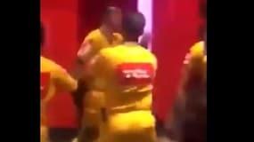 Brasile, un dirigente lo insulta: l'arbitro reagisce così...