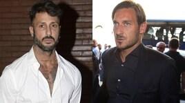 Corona si scusa con Totti dopo la lite con Ilary: «Rispetto te e i tuoi figli, me ne fotto dei tifosi della Roma»