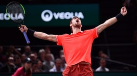 Atp Bercy, trionfa Khachanov: Djokovic crolla in finale 7-5 6-4