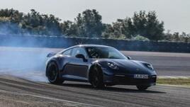 Porsche 911 ottava generazione, le prime immagini ufficiali