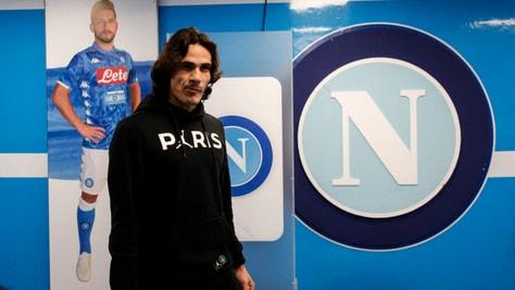 Napoli, standing ovation dei tifosi per Cavani