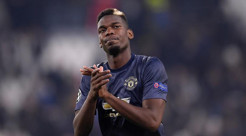 United, Pogba fa tardi all'antidoping e torna a Manchester con i tifosi