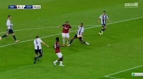 Juventus, Benatia tocca con la mano: Mazzoleni dà rigore dopo il Var