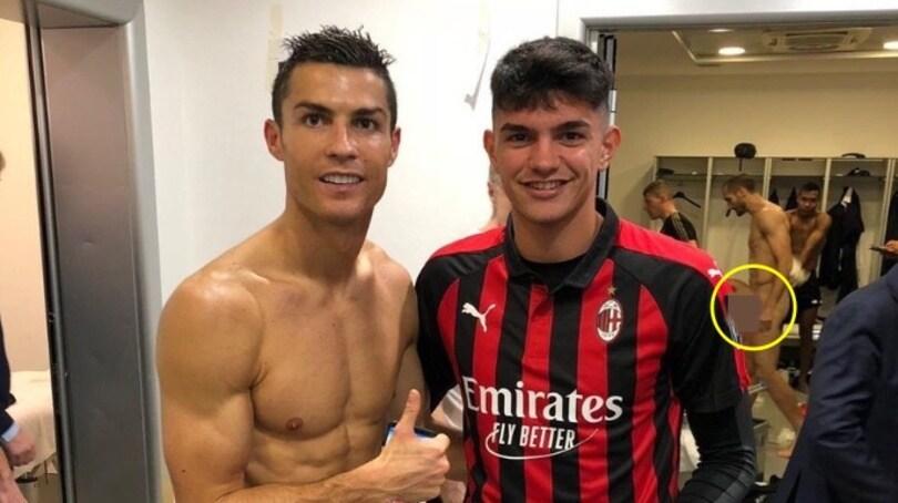 Chiellini nudo sui social: il post partita di Milan-Juventus è hot!