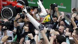 F1, Hamilton ringrazia il suo team: «Voi siete leggenda»