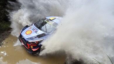 Rally d'Australia, Mikkelsen fermato da un trattore!