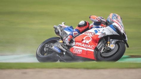 MotoGp Valencia, Petrucci domina le terze libere, Rossi 14°
