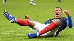 Francia, Mbappé ko alla spalla