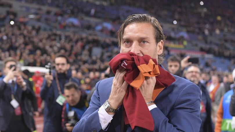 Roma, i tifosi ricordano l'esordio di Totti: