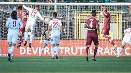 Serie B, tonfo Salernitana e Crotone. Garritano regala tre punti al Cosenza al 94'